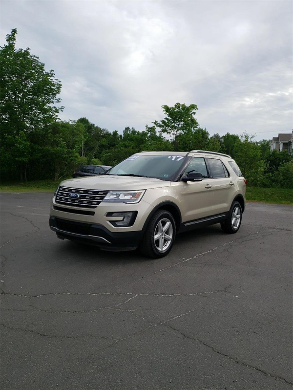 Ford Explorer XLT Vehicle Details Image