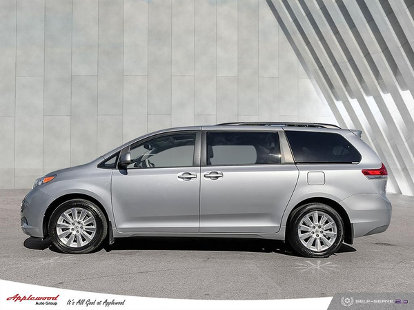 Toyota Sienna XLE Vehicle Details Image