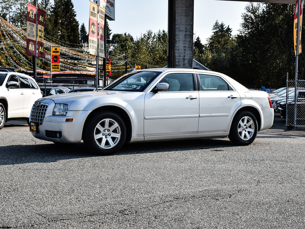 Chrysler 300 Base Vehicle Details Image