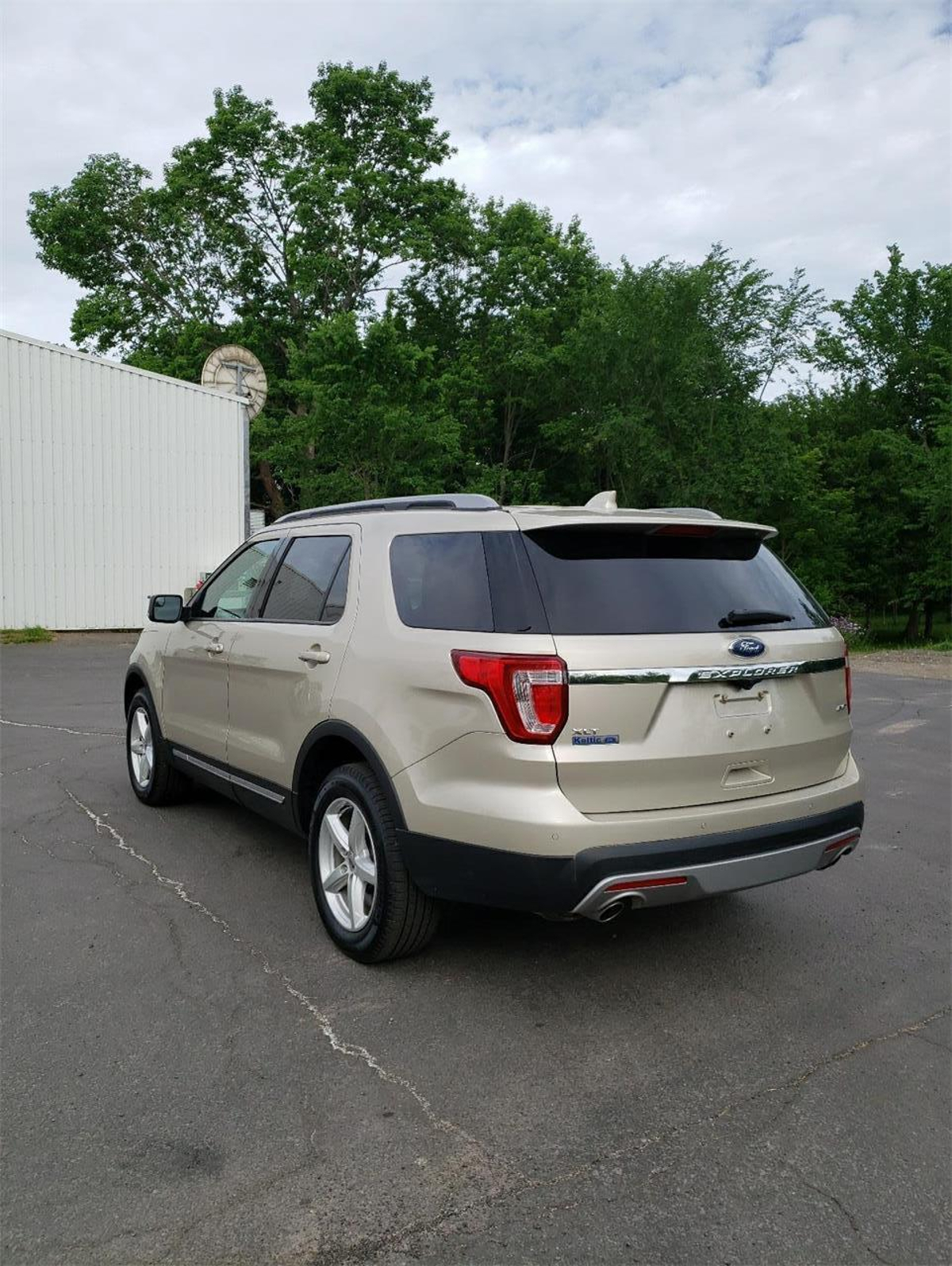 Ford Explorer Vehicle Details Image