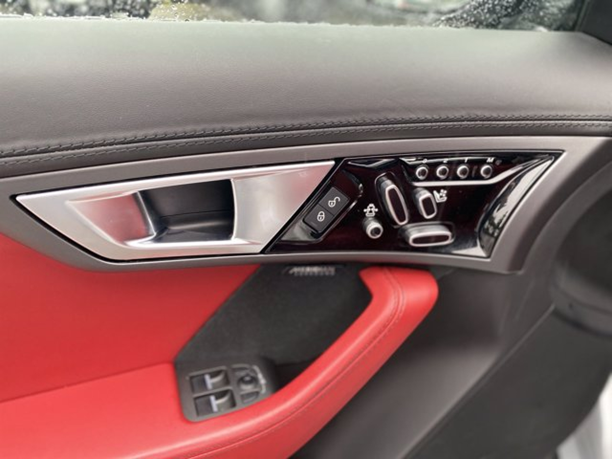 Jaguar F-TYPE Vehicle Details Image