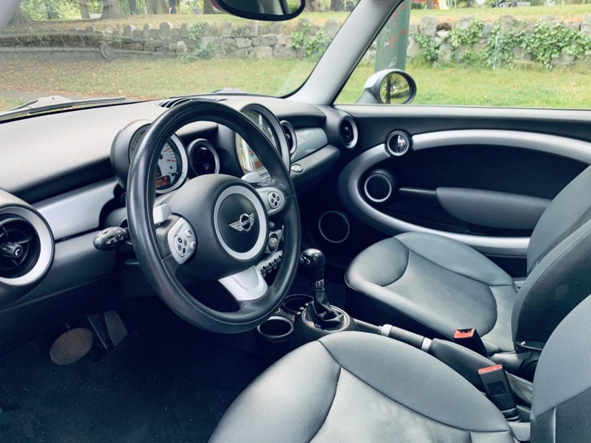 MINI Cooper Vehicle Details Image