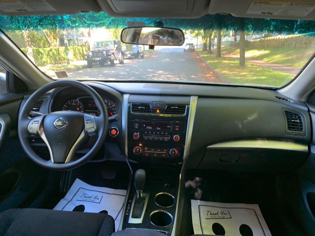 Nissan Altima Vehicle Details Image
