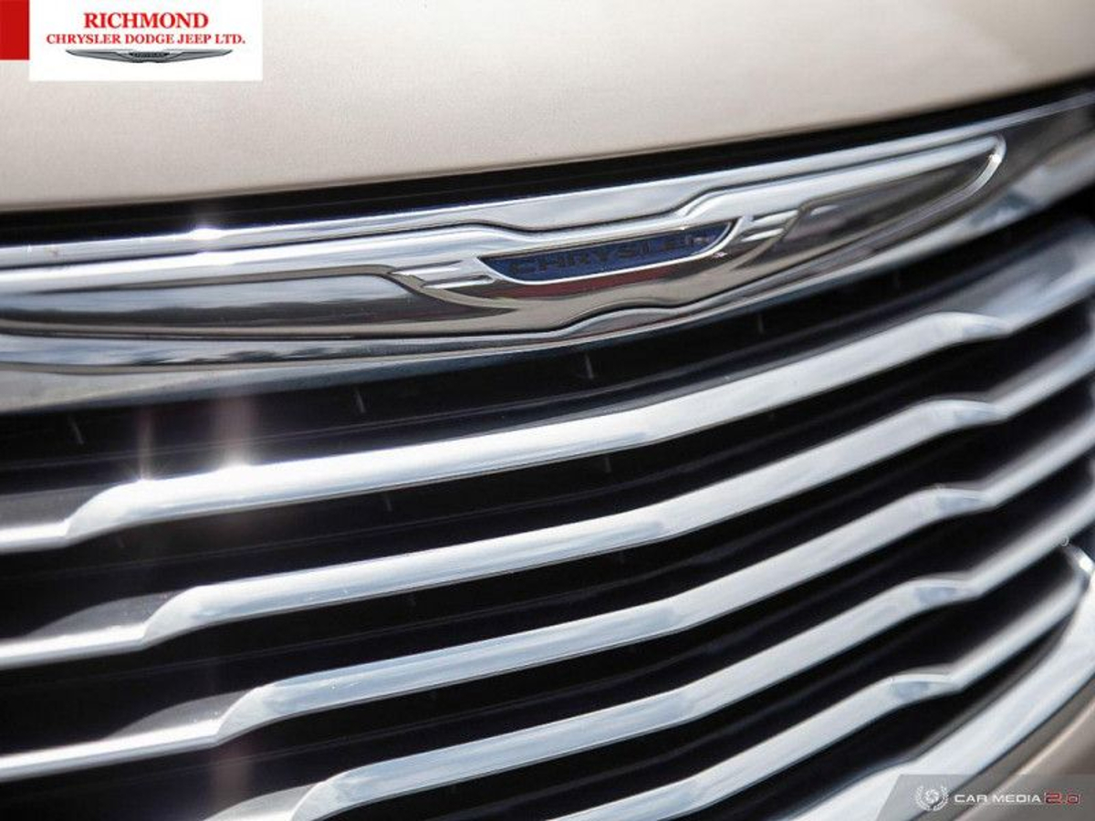 Chrysler Town & Country Vehicle Details Image