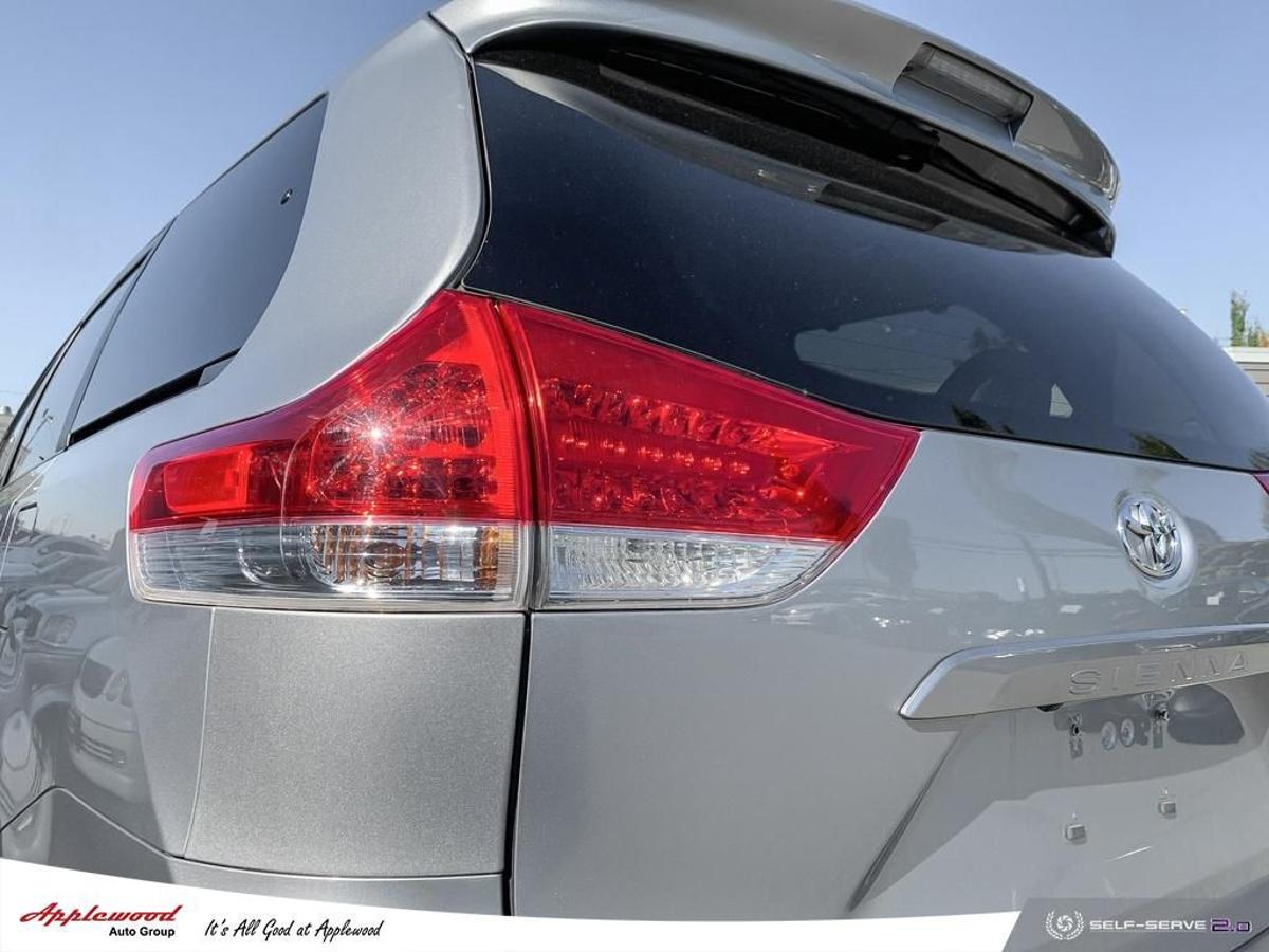 Toyota Sienna Vehicle Details Image