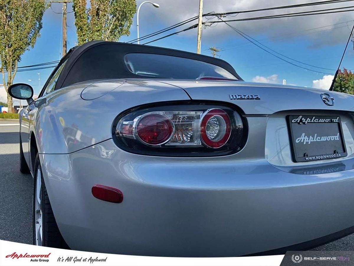 Mazda MX-5 Miata Vehicle Details Image