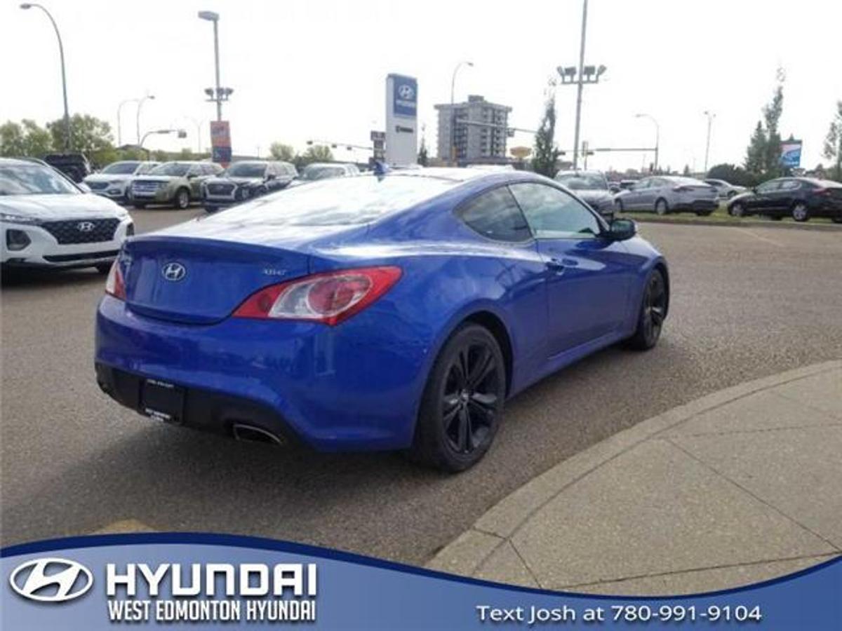 Hyundai Genesis Vehicle Details Image