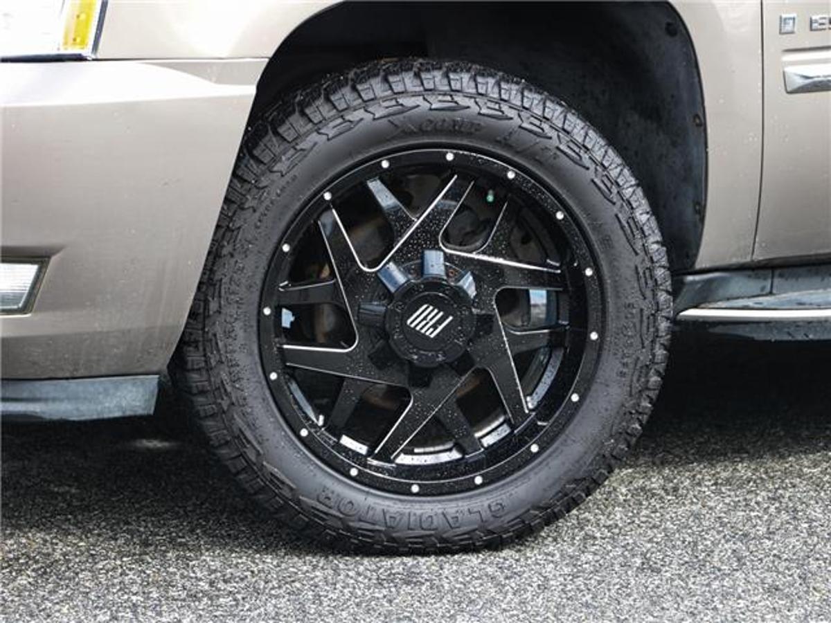 Cadillac Escalade Vehicle Details Image