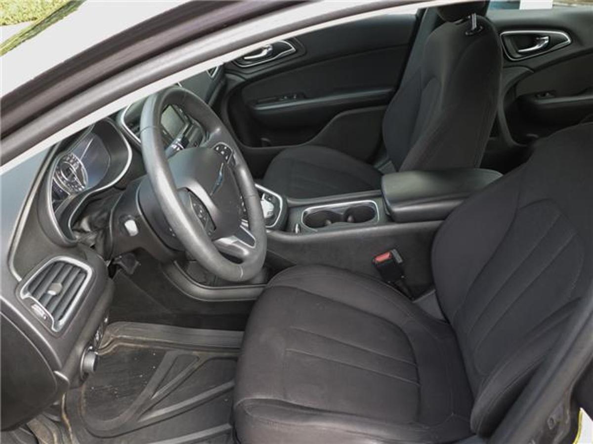 Chrysler 200 Vehicle Details Image