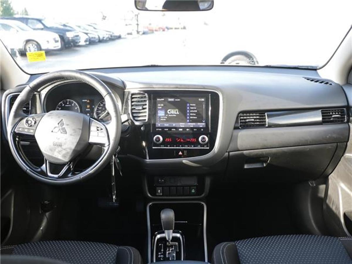 Mitsubishi Outlander Vehicle Details Image