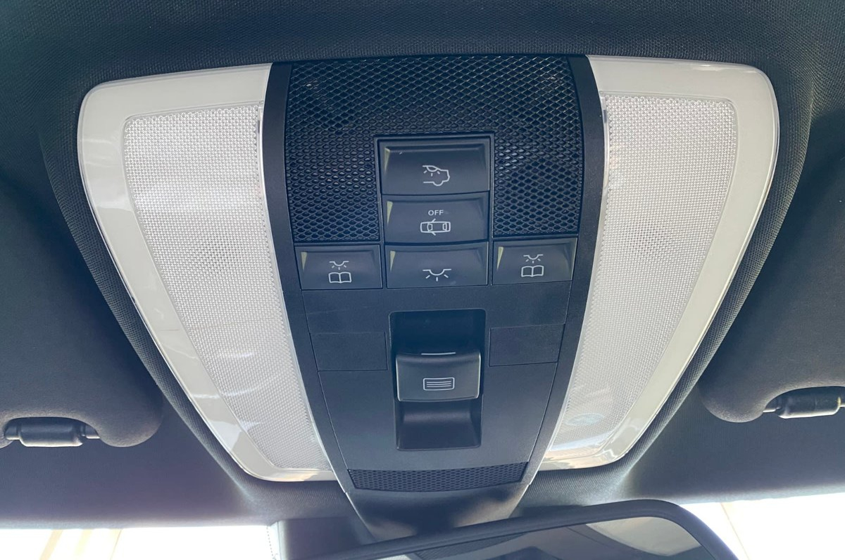 Mercedes-Benz E-Class Vehicle Details Image