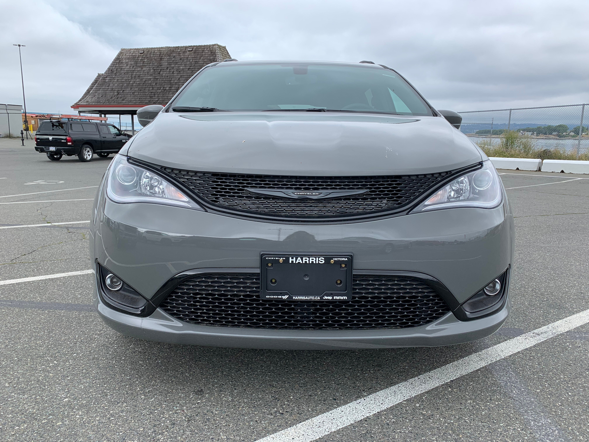 Chrysler Pacifica Vehicle Details Image