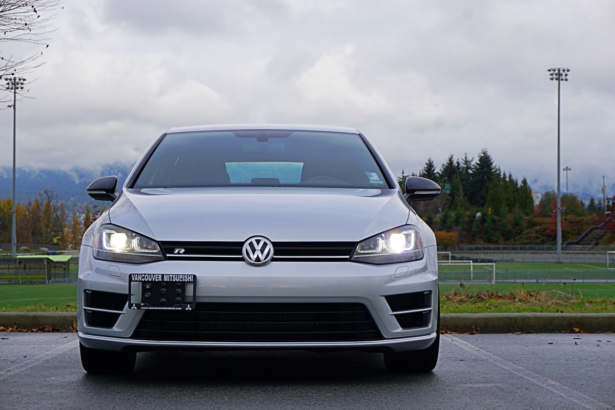 Volkswagen Golf R Vehicle Details Image