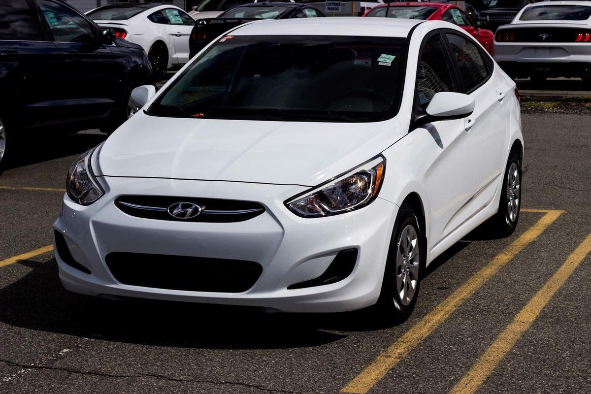 Hyundai Accent SE Vehicle Details Image