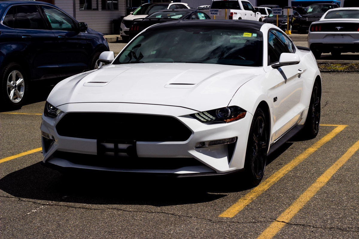 Ford Mustang GT Black Accent Pkg Cam Sync Vehicle Details Image
